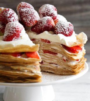 tarta de filloas con fresas