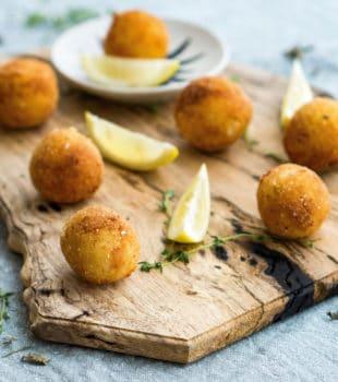 bolas de patata rellenas