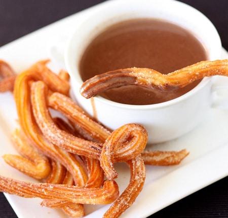http://www.pequerecetas.com/wp-content/uploads/2010/05/chocolate-con-churros-receta.jpg