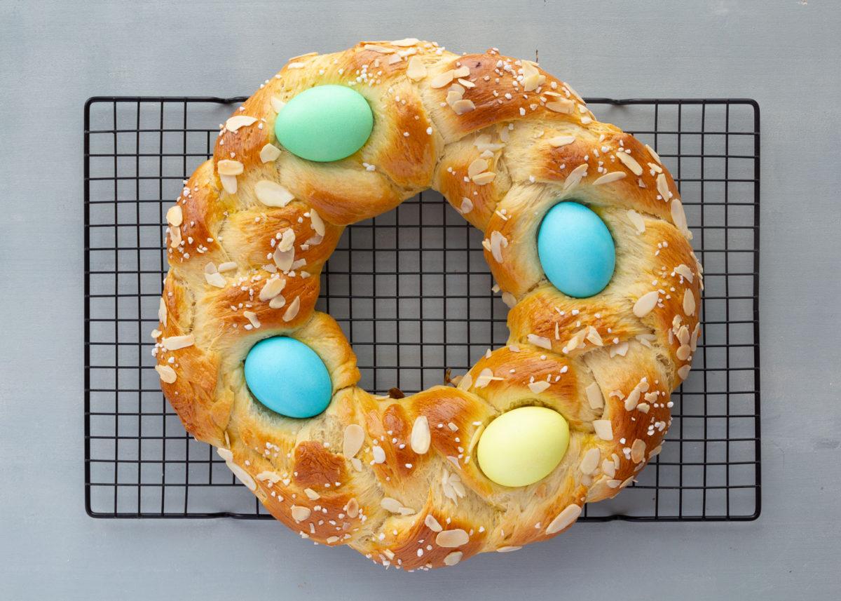 Corona de Pascua con Huevos