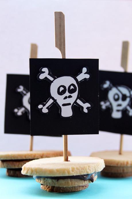 Barcos piratas de galletas de chocolate