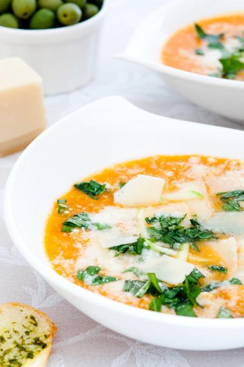 Sopa-de-tomate,-queso-y-calabacin