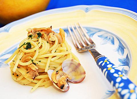 Espaguetis con almejas pequerecetas - Espaguetis con almejas ...