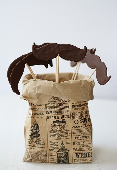 Piruletas de bigote de chocolate