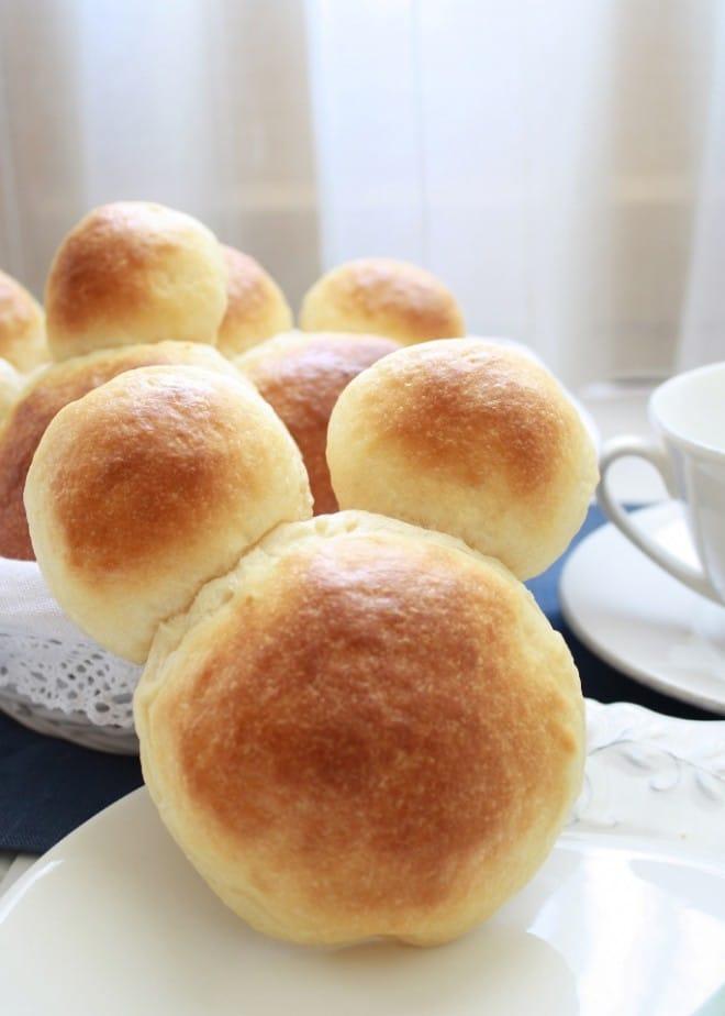 Bollos de mantequilla con forma de Mickey Mouse