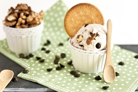 helado de plátano, nueces y chocolate