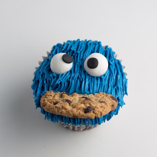 Cupcakes del monstruo de las galletas pequerecetas - Pequerecetas magdalenas ...