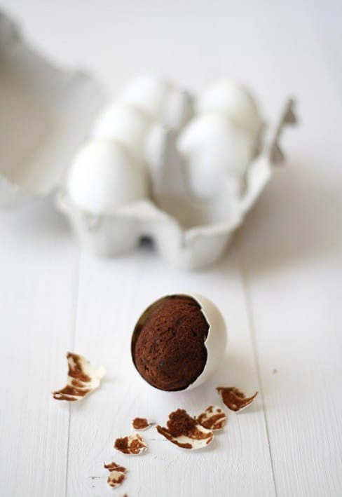 huevos rellenos de brownies