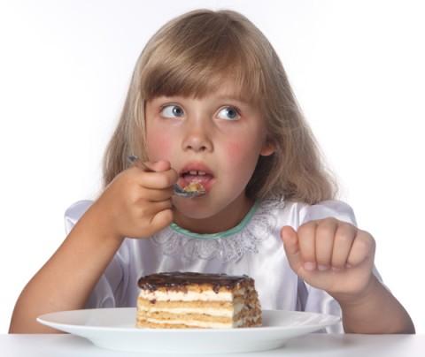 4 fotos 1 palabra niño comiendo pasta con diabetes