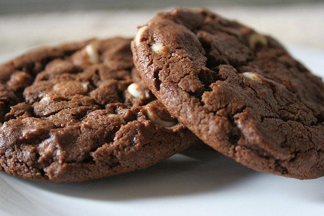 galletas de chocolate con chispas de chocolate blanco