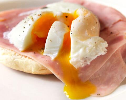 huevos escalfados en papel film