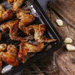 Alitas de pollo al horno (3 recetas fáciles + 3 marinados para adobar las alitas)