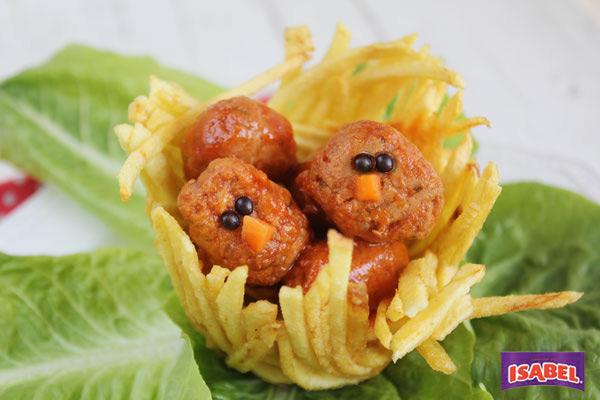 nidos de patata con albondigas