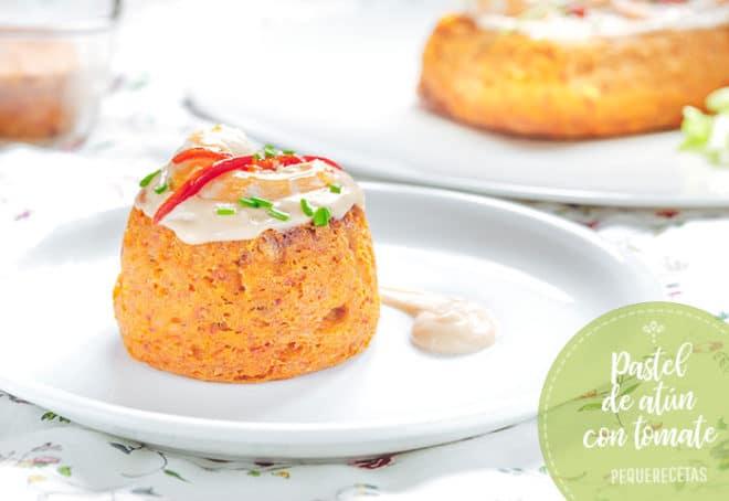 pastel frio de atún con tomate