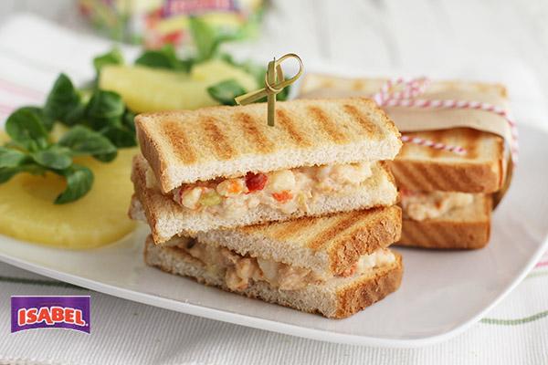 Sandwich ensalada Isabel y pina..