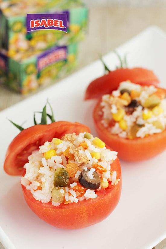 Tomates rellenos de arroz y ensalada californiana Isabel