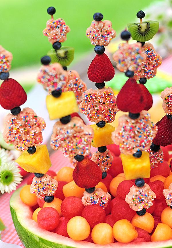 Brochetas de frutas divertidas y originales
