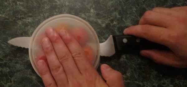 cómo cortar tomates cherrys