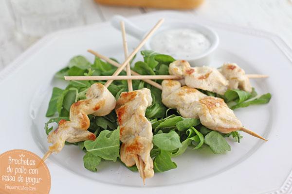 Brochetas-de-pollo-con-salsa-de-yogur-(1)