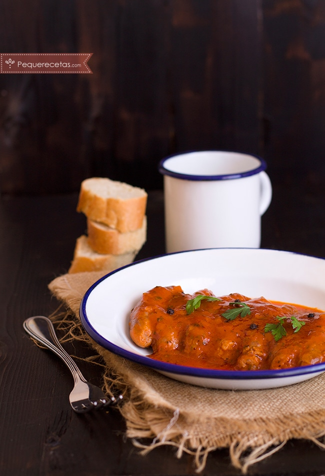 longanizas-con-salsa-de-tomate