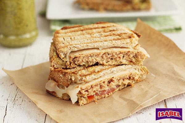 Sandwich de burguer de atún con pesto (1)