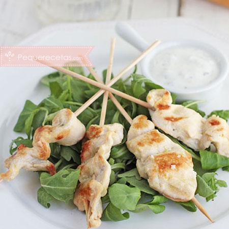 Cenas rápidas: brochetas de pollo con salsa de yogur