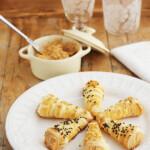 Cornetes de hojaldre rellenos de paté de mejillones