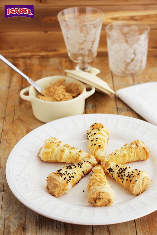 Cornetes-de-hojaldre-con-pate-de-mejillones-(1)