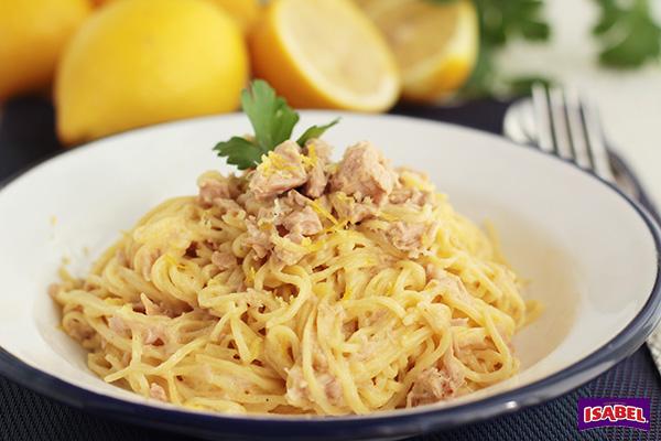 Espaguetis con atun al limon