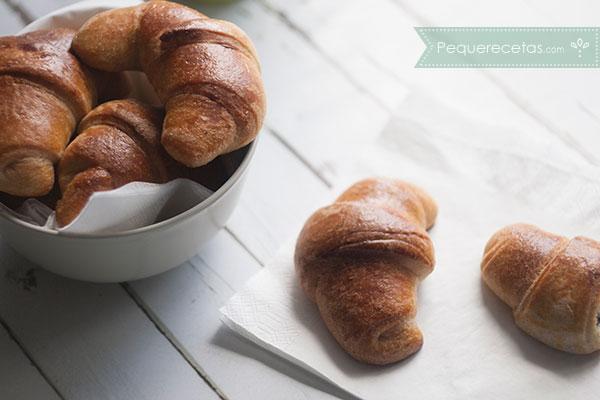 como preparar croissant rellenos de chocolate