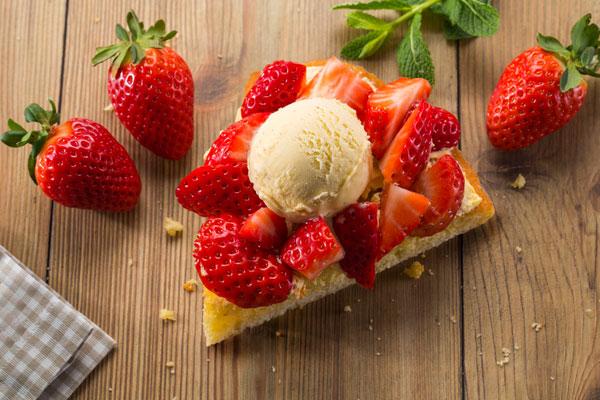 tarta de fresa con helado