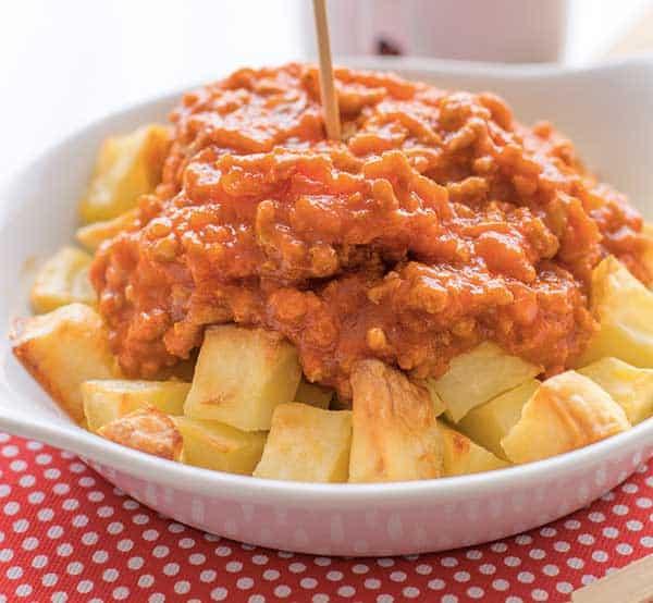 patatas con salsa boloñesa