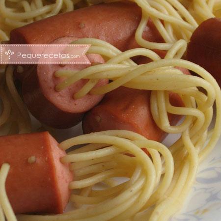 Recetas con salchichas: espaguetis hot dog