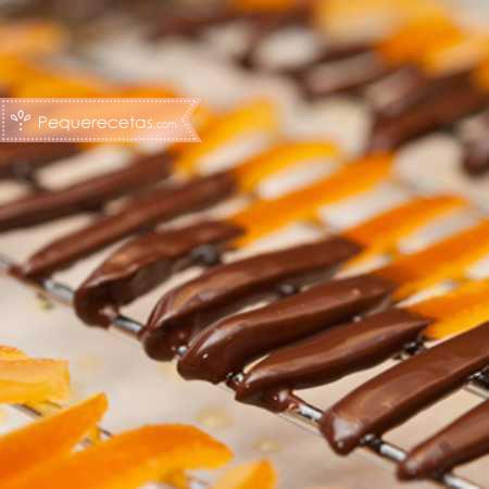 Postres con naranja: cáscaras de naranja confitada