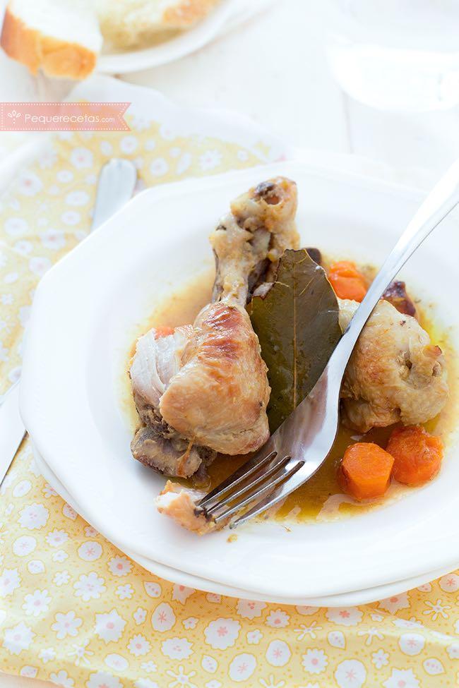Pollo guisado en salsa