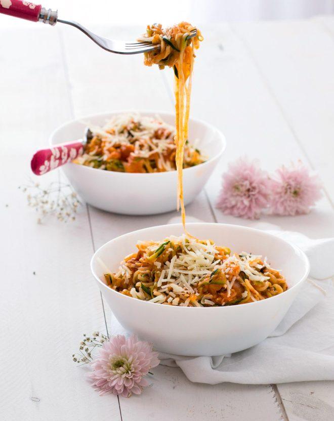 espaguetis de calabacin con atun con tomate