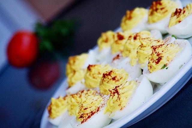 Cómo se hacen los huevos rellenos
