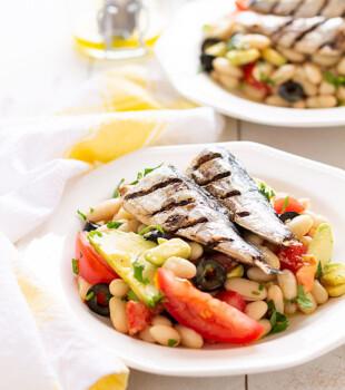 ensalada de alubias con sardinas al grill