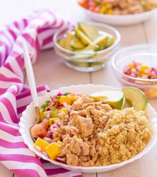 ensalada de atún arcoíris con salsa de mango