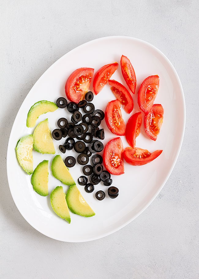 tomate, aceitunas, aguacate