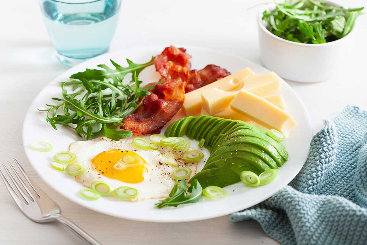 Desayuno keto con huevo