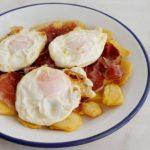 HUEVOS FRITOS (cómo freír un huevo de «toma pan y moja»)