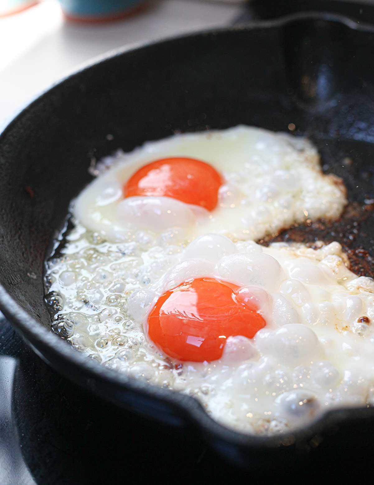 Cómo hacer huevos fritos
